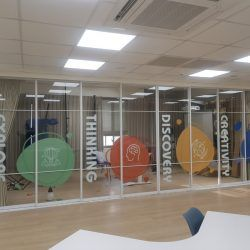 玖陽視覺 玻璃門面美化 大圖輸出 貼圖施工