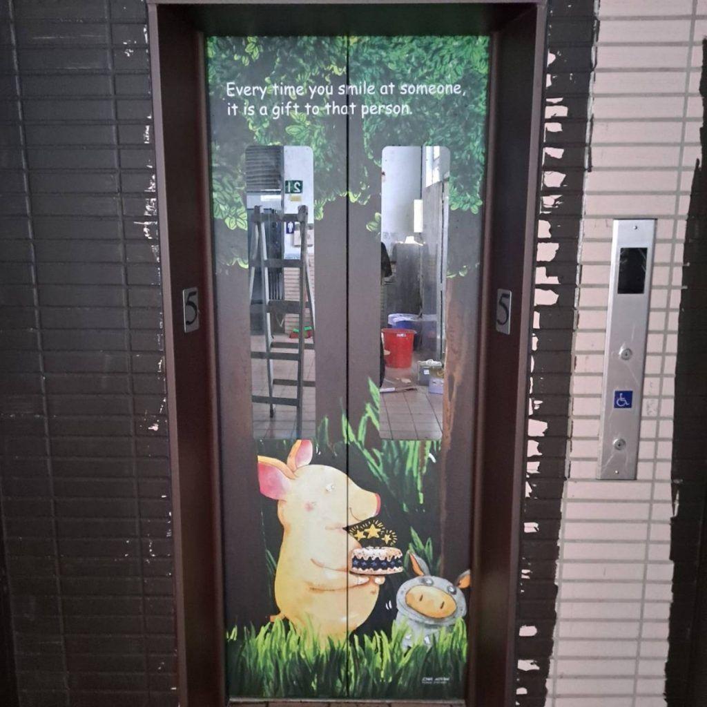 [玖陽視覺]電梯門美化 大圖輸出 貼圖施工